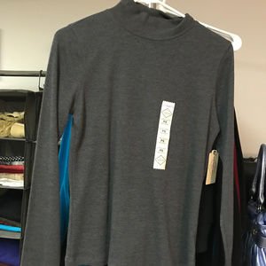 Long sleeved gray turtleneck/mockneck